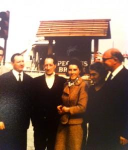 1969 - de g.à drte :Ambassadeur Luxembourg, M.Chauvet Cdo N°6 Kieffer, Françoise et Thérèse Gondrée, Bill Bailey 6th Airborne Division
