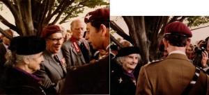 6 JUIN 1984 Le prince Charles, Thérèse Gondrée, et les vétérans étaient très liés (au milieu Major John Howord et le pilote Oliver Boland).